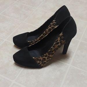 BCBG black leopard heels
